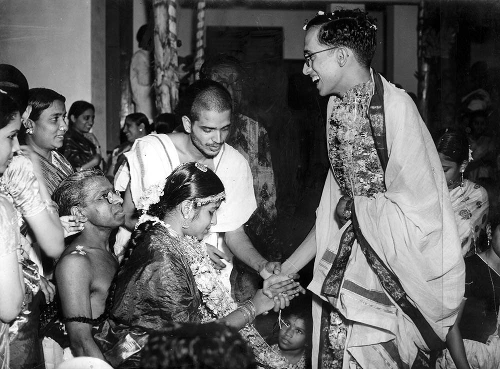 Kalki Krishnamurthy at daughter Anandhi's wedding to Ramachandran (nephew of T Sadasivam and Ms Subbulakshmi) Mrs. Rukmini Krishnamurthy look on.