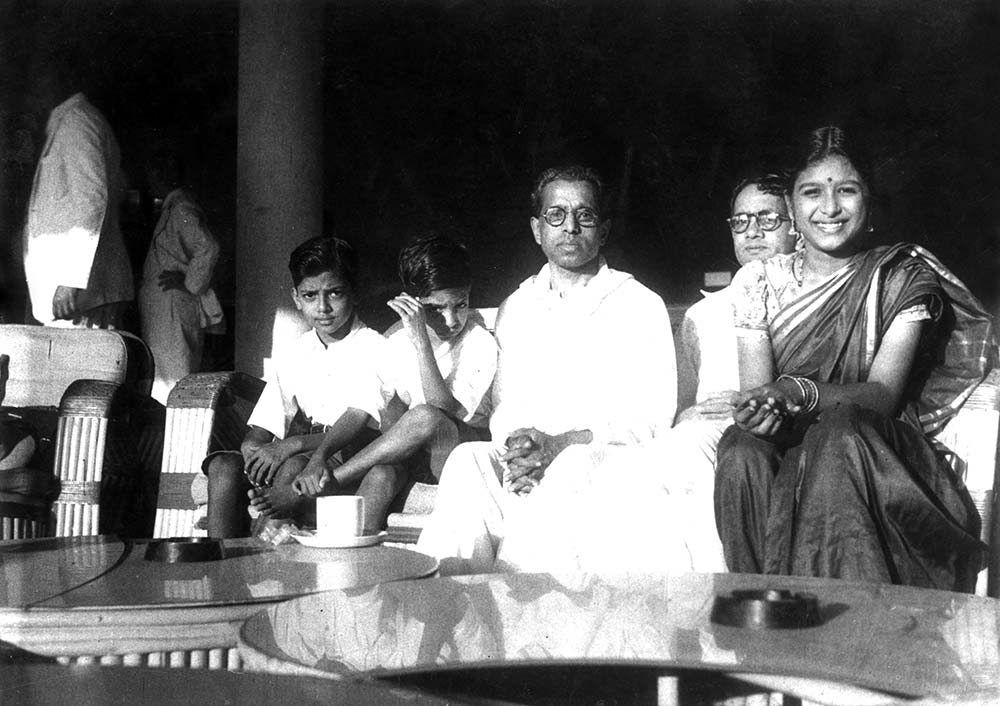 Kalki Krishnamurthy and T Sadasivam with Kalki's children Anandi and Rajendran and others