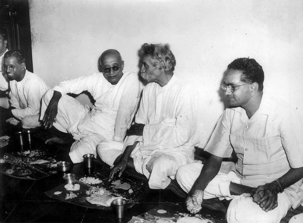The friends have a meal together (l to r) Kalki Krishnamurthy, C Rajagopalachari, TK Chidambara Mudaliar and T Sadasivam